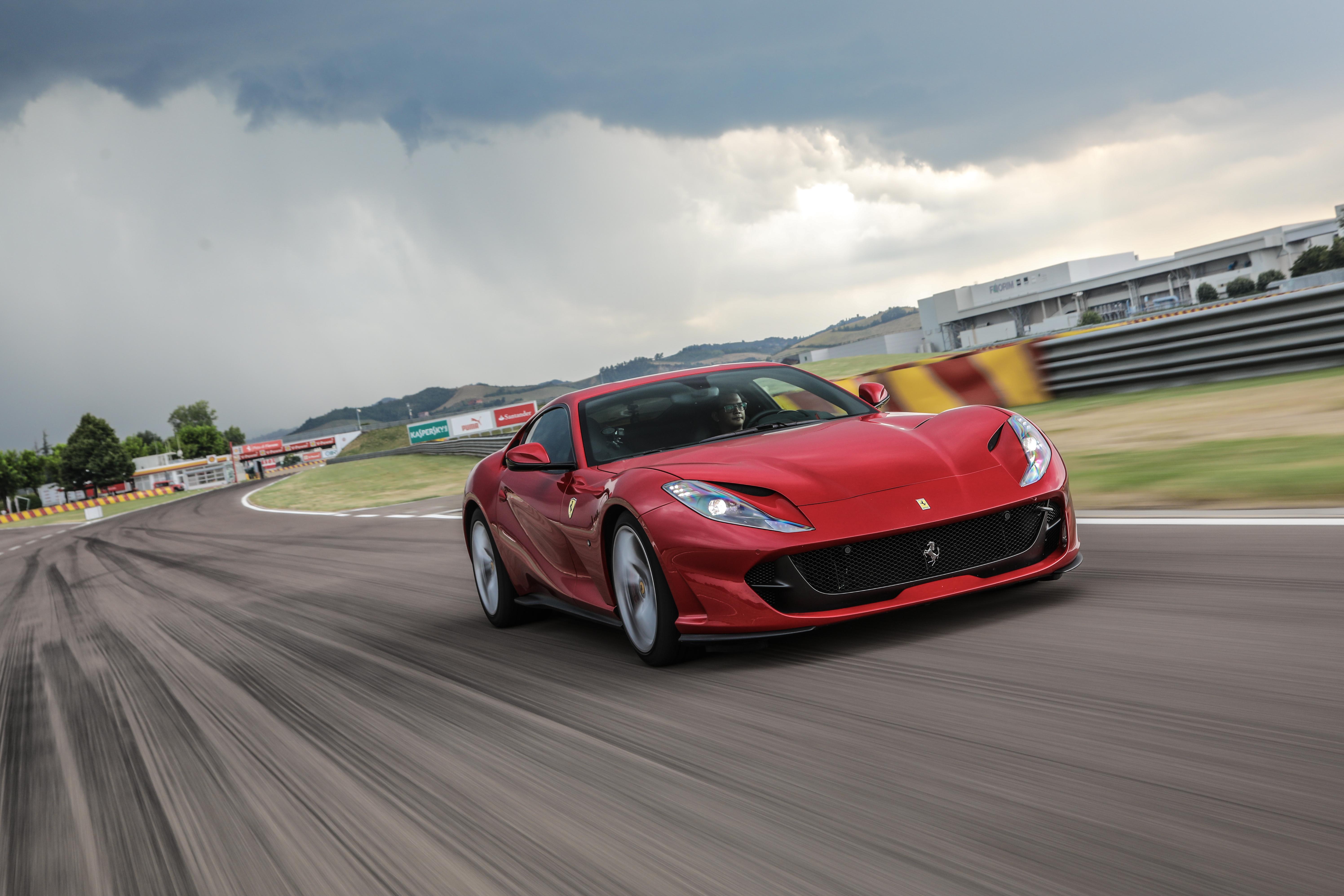 Tidak sembarang orang bisa memacu Ferrari di rumah kelahirannya, Fiorano